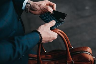 Revolut va lansa primele carduri in SUA printr-un nou parteneriat cu Mastercard