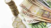 Teama de risc a investitorilor depreciaza leul cu inca 2 bani, pana la 3,6860 lei/euro