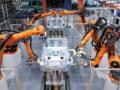 Robotii lasa milioane de oameni fara locuri de munca. Vom fi platiti ca sa stam acasa?