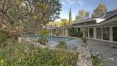 Casa lui Elvis, scoasa la vanzare. Cat valoreaza vila din Beverly Hills?