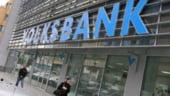 CLAUZE ABUZIVE: Conturile Volksbank, poprite de executori pentru despagubirea clientilor UPDATE