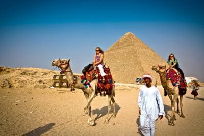 Egiptul pierde milioane de turisti pe fondul tensiunilor politice
