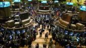 Panica domina bursele din lume, Fed taie drastic dobanzile si reduce din pierderi