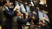 Bursa afiseaza scaderi de peste 1% pe toti indicii, la jumatatea zilei