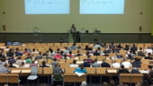 Academia Romana: Absolventii de facultate sa fie obligati sa munceasca primii ani in tara, pentru a opri exodul creierelor