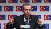 """Premierul turc ameninta speculatorii cu """"stransul de gat"""". Lira se depreciaza puternic"""