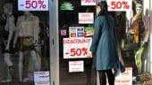 Magazinele pot vinde din 15 ianuarie imbracaminte si incaltaminte la pret redus