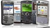 Vanzarile de telefoane mobile scad, dar terminalele inteligente cresc