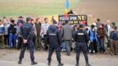 UPDATE Vaslui: Drumul spre Pungesti este in continuare blocat; utilajele Chevron au inceput sa lucreze