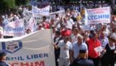 Conditie pentru privatizarea Oltchim: Plata salariului in avans