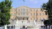 Grecii adopta noi masuri de austeritate. 25.000 de bugetari ar putea fi concediati