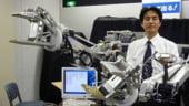 Japonezii lucreaza la PC-ul portabil la ureche. Cand intra pe piata