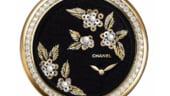 Ceasul Chanel brodat cu perle. Ceva fin pentru incheietura ta