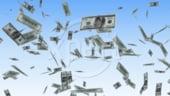 Dolarul a atins un minim record fata de euro, a treia zi consecutiv