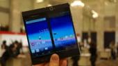 Smartphone-ul pliabil cu doua ecrane touchscreen, lansat de NEC