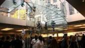 Detinatorii de euro au inceput sa faca cumparaturi substantiale pe Fifth Avenue din New York