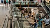 Restaurantele si mall-urile sunt primele lovite de panica generata de coronavirus