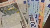 Curs valutar: Euro creste putin, dar lira si dolarul scad