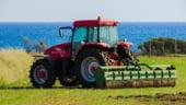 Instanta suprema a decis: Tractorul poate fi condus pe drumurile publice de catre persoane fara permis