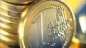 Leul s-a depreciat peste 4,22 lei/euro, dupa care a revenit la 4,2150 lei/euro