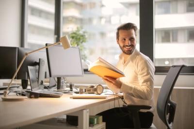 Un look impecabil la birou: cum sa ai un zambet minunat