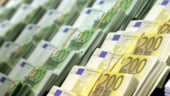 Euro recupereaza teren in fata dolarului