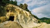 15 angajati Rosia Montana Gold Corporation s-au blocat in mina