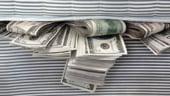 Investitii: De ce-si tin oamenii de afaceri banii la saltea?