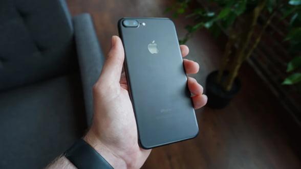 iPhone XS este mai frumos cu o husa personalizata de la Motifsio!