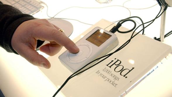 iPod implineste 10 ani