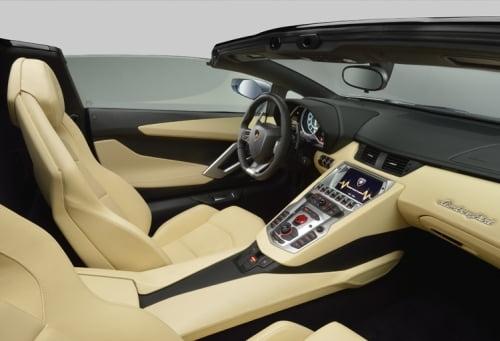 Lamborghini Aventador LP 700: Bolidul care uimeste piata auto