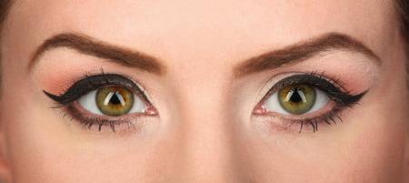 Ochii descendenti