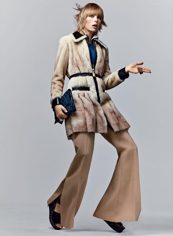 pantaloni evazati vogue moda 2015 Ce se poarta in 2015! Cerceii neasortati, platformele si dantela revin la moda!