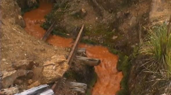 Rauri poluate langa mina de aur Yanacocha, Peru